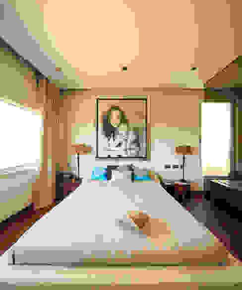 Śródziemnomorska sypialnia od Atelier Ana Leonor Rocha Śródziemnomorski