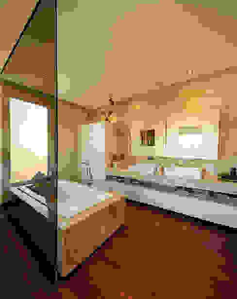 ห้องน้ำ โดย Atelier  Ana Leonor Rocha ,