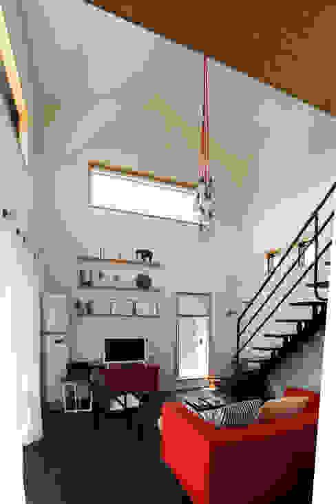 별아도 现代客厅設計點子、靈感 & 圖片 根據 아키제주 건축사사무소 現代風