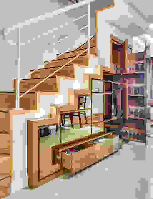 モダンスタイルの 玄関&廊下&階段 の Juliana Lahóz Arquitetura モダン