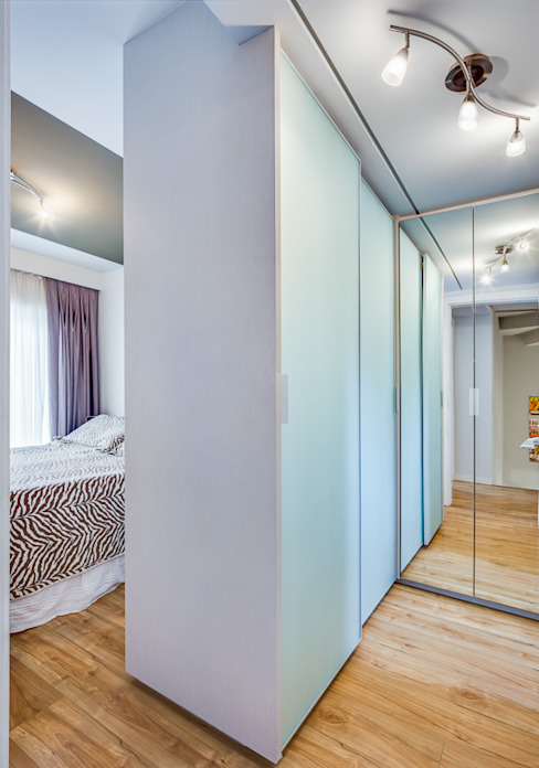 Modern dressing room by Juliana Lahóz Arquitetura Modern