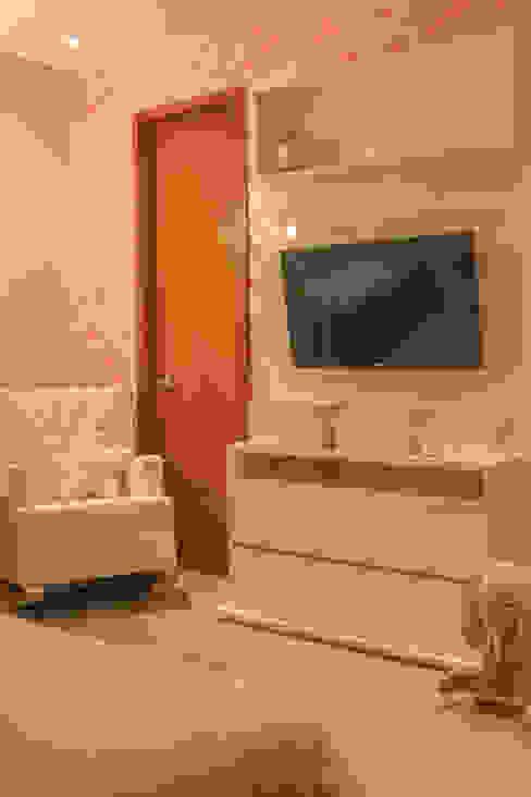 Habitación Maria Lucia : Habitaciones infantiles de estilo  por Monica Saravia, Moderno