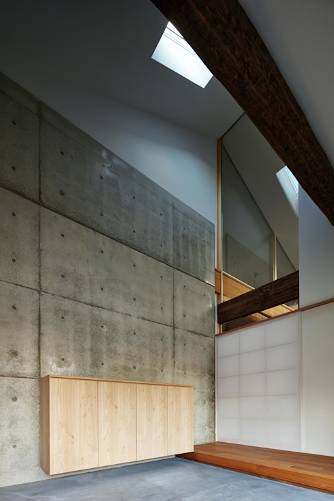 Modern Corridor, Hallway and Staircase by 一級建築士事務所 こより Modern Concrete