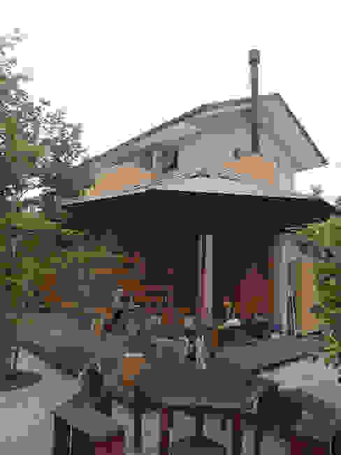Balkon, Beranda & Teras Gaya Eklektik Oleh (株)独楽蔵 KOMAGURA Eklektik