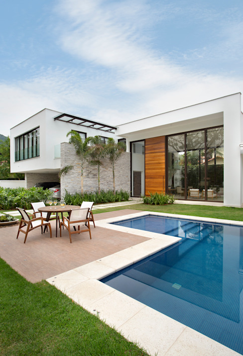 Casa Pisicina Piscinas modernas por homify Moderno