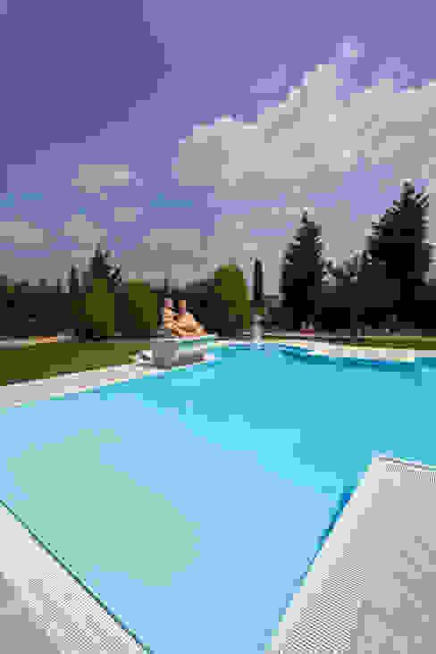piscine con bordo a sfioro Cavallari Piscine Piscina moderna