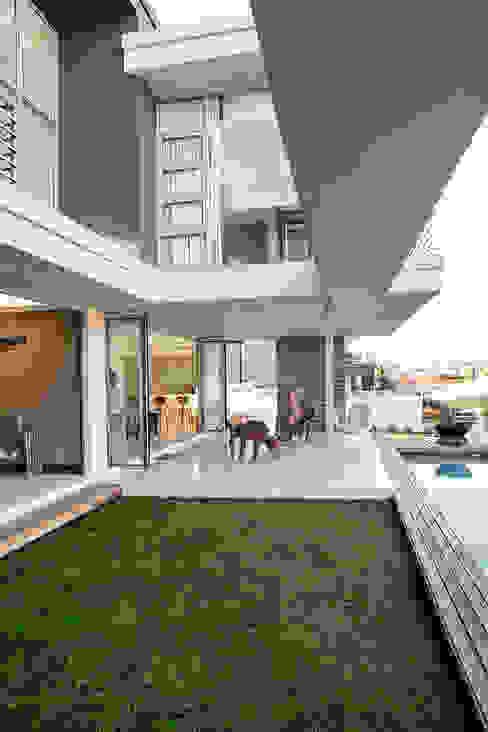 Terrace by FRANCOIS MARAIS ARCHITECTS,