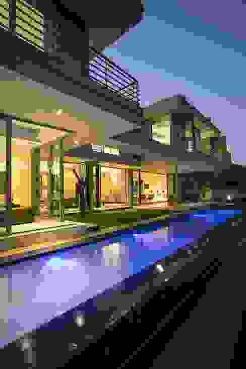 Balcones y terrazas modernos: Ideas, imágenes y decoración de FRANCOIS MARAIS ARCHITECTS Moderno