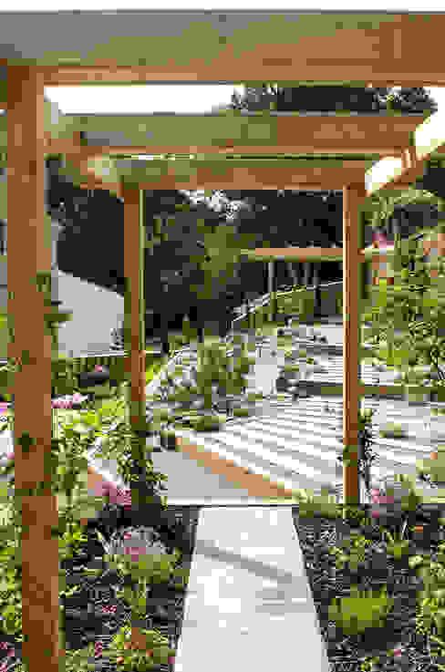 Modern Garden with a rustic twist モダンな庭 の Yorkshire Gardens モダン