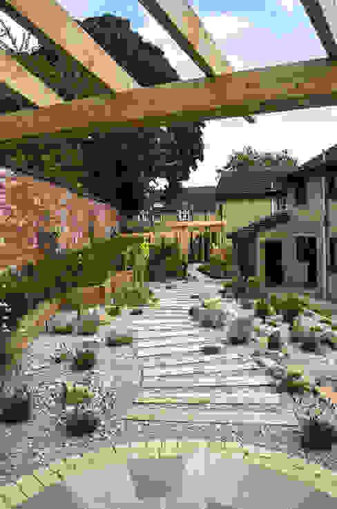 Modern Garden with a rustic twist Modern Garden by Yorkshire Gardens Modern
