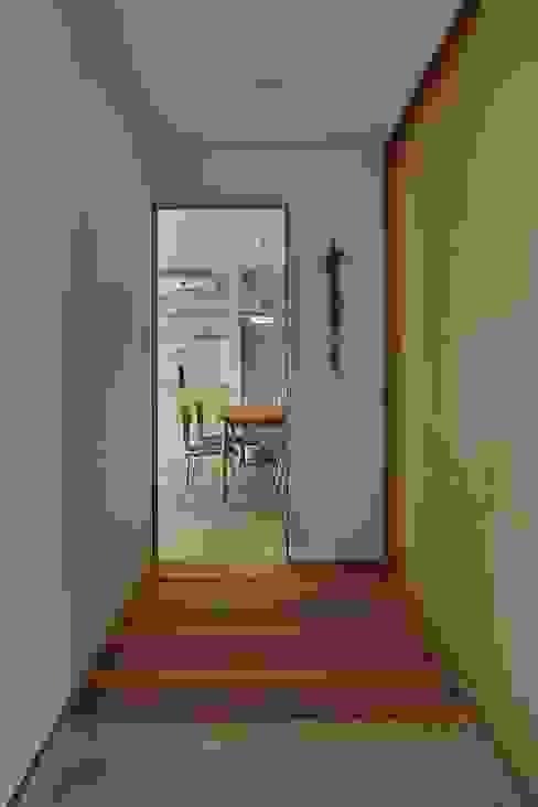 Hành lang, sảnh & cầu thang phong cách tối giản bởi toki Architect design office Tối giản