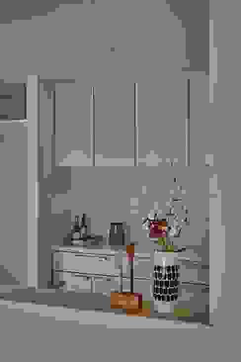 Phòng ăn phong cách tối giản bởi toki Architect design office Tối giản