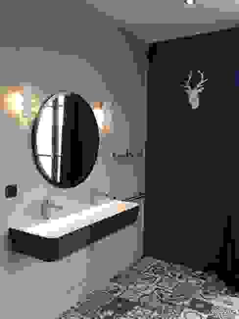 Maison Pop Salle de bain moderne par Agence d'architecture intérieure Laurence Faure Moderne