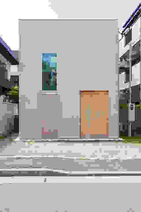 住居と園庭 モダンな 家 の 松浦荘太建築設計事務所 モダン