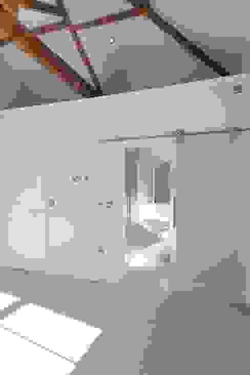 Westfields Lodge Modern bathroom by Orange Design Studio Modern