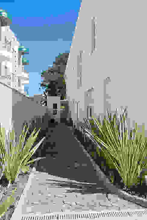 Maisons de style  par Karin Brenner Arquitetura e Engenharia,
