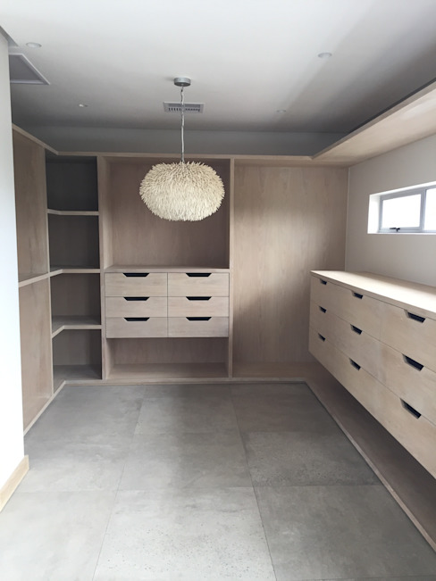 Simbithi Eco Estate:  Dressing room by Margaret Berichon Design, Modern Solid Wood Multicolored