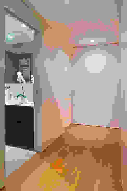 stile in bianco Bagno minimalista di studio ferlazzo natoli Minimalista