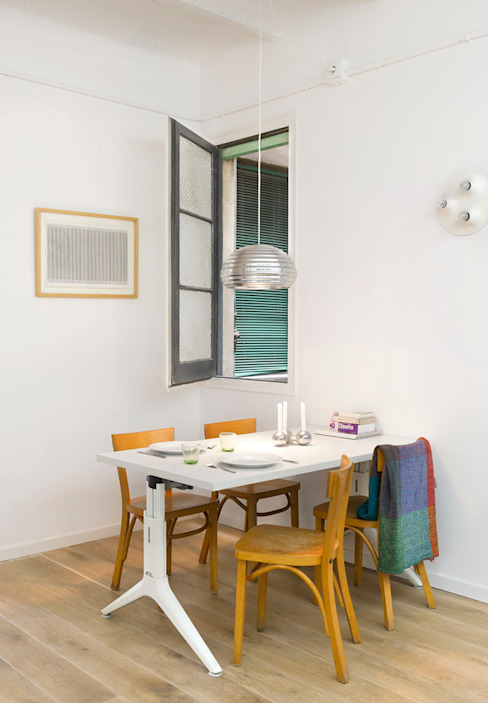 Scandinavian style dining room by Egue y Seta Scandinavian