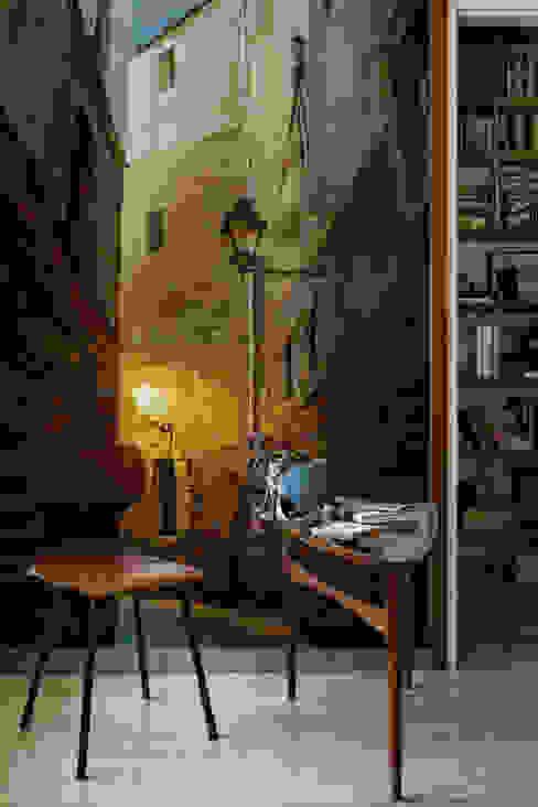Dark Alley Oficinas de estilo ecléctico de Pixers Ecléctico
