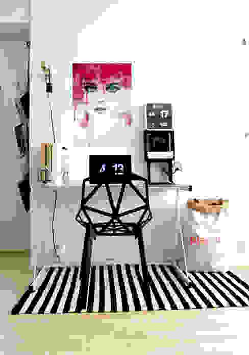 Watercolor Beauty Oficinas de estilo moderno de Pixers Moderno
