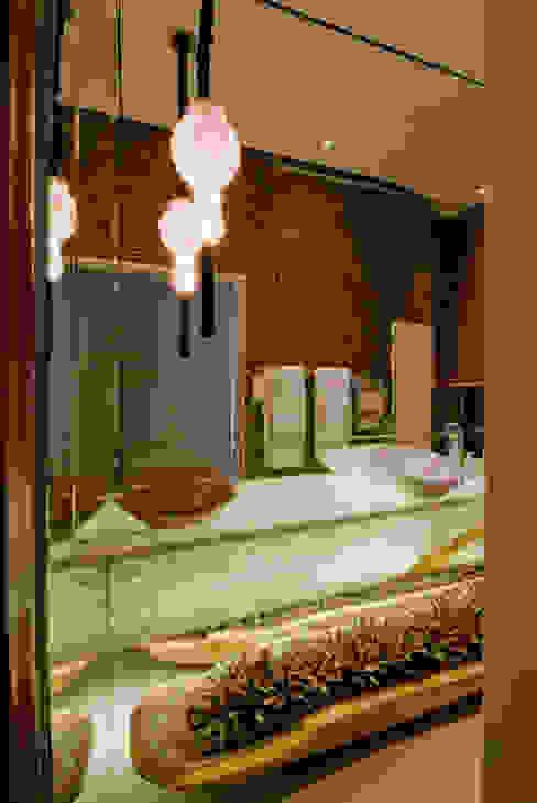 Banheiro sofisticado Flaviane Pereira Banheiros ecléticos Mármore Castanho