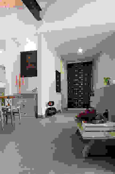 Casa Hornacina - VMArquitectura Pasillos, vestíbulos y escaleras de estilo moderno de VMArquitectura Moderno Concreto