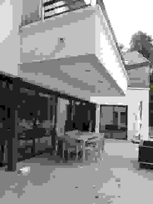 Réhabilitation moderne complète Balcon, Veranda & Terrasse modernes par Archionline Moderne