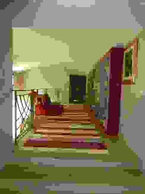 Réhabilitation moderne complète Couloir, entrée, escaliers modernes par Archionline Moderne