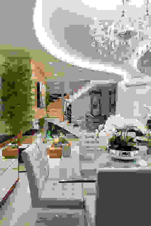 غرفة السفرة تنفيذ Designer de Interiores e Paisagista Iara Kílaris, حداثي