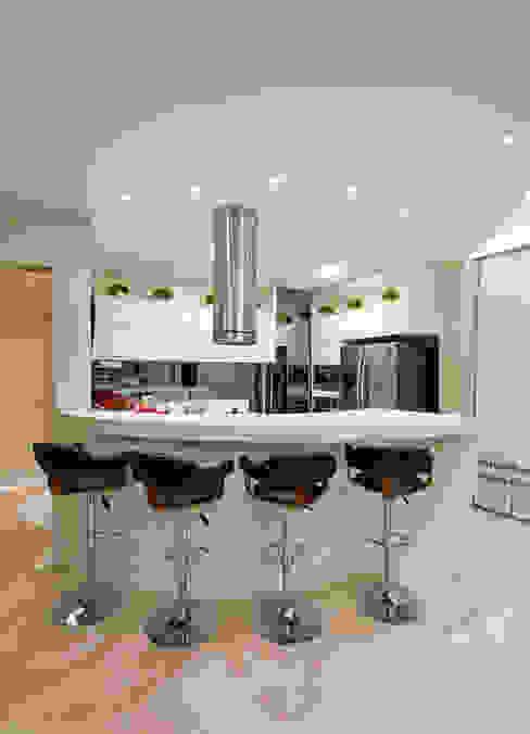 مطبخ تنفيذ Designer de Interiores e Paisagista Iara Kílaris, حداثي رخام