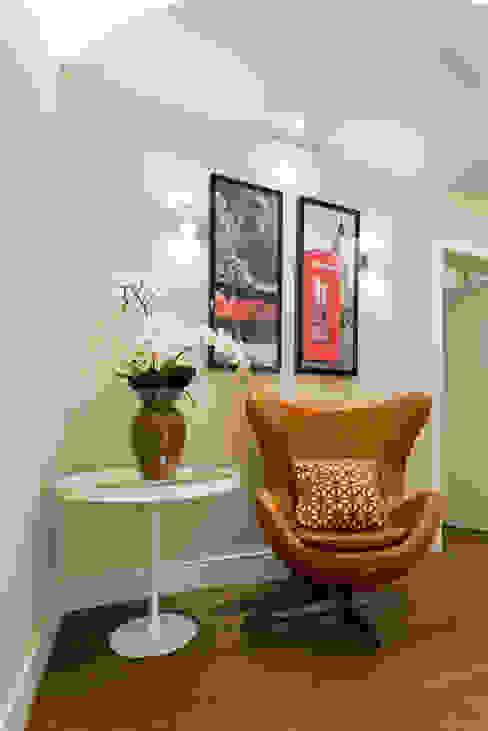 Moderne gangen, hallen & trappenhuizen van Designer de Interiores e Paisagista Iara Kílaris Modern