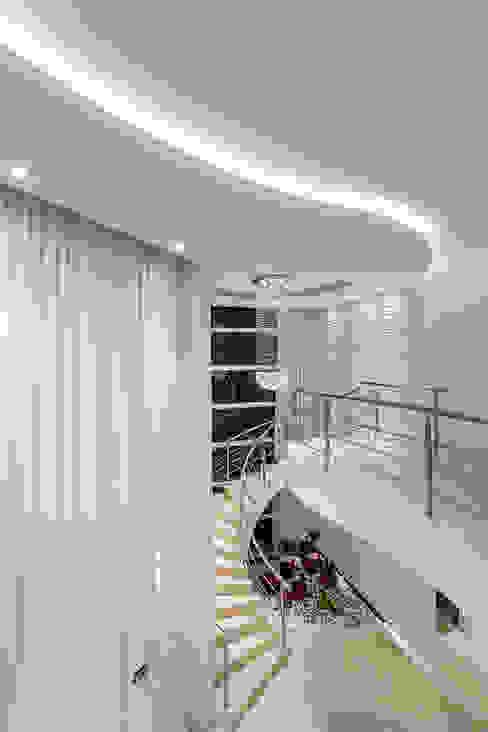 Pasillos y recibidores de estilo  por Arquiteto Aquiles Nícolas Kílaris, Moderno