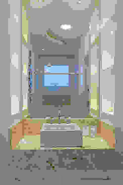 모던스타일 욕실 by Arquiteto Aquiles Nícolas Kílaris 모던 대리석