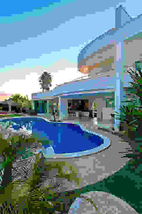 Albercas de estilo  por Arquiteto Aquiles Nícolas Kílaris, Moderno