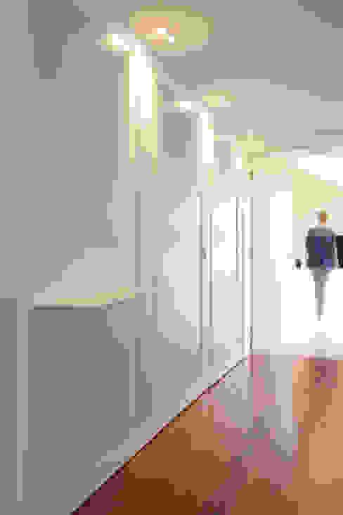 Remodelação T5 Picoas Corredores, halls e escadas modernos por BL Design Arquitectura e Interiores Moderno