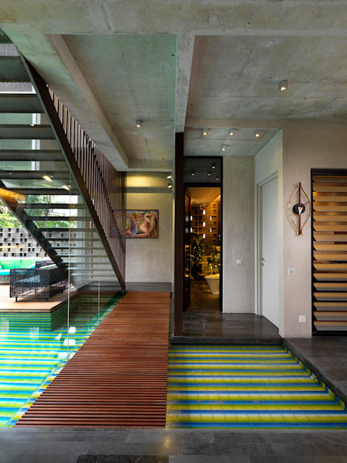 Bridge and Staircase Modern corridor, hallway & stairs by MJ Kanny Architect Modern