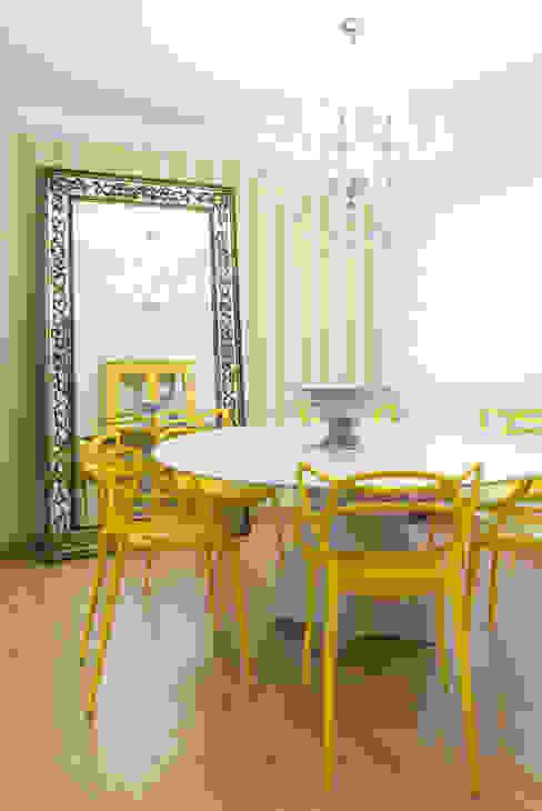 SALA DE JANTAR arquiteta aclaene de mello Salas de jantar modernas Madeira Amarelo