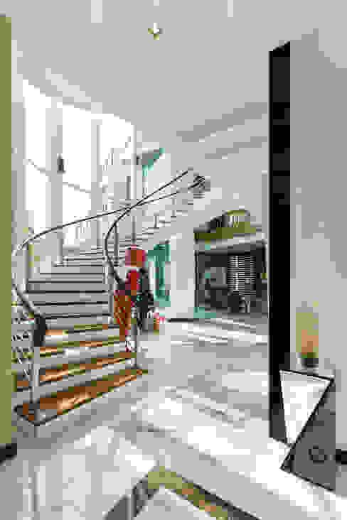 Design Spirits Modern corridor, hallway & stairs