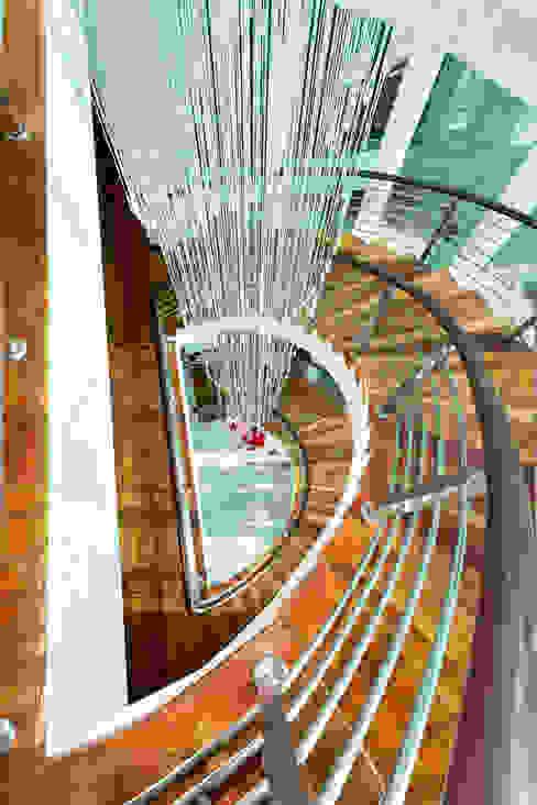 Modern corridor, hallway & stairs by Design Spirits Modern