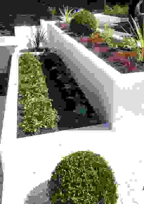 Raised Bed Modern garden by Gardenplan Design Modern