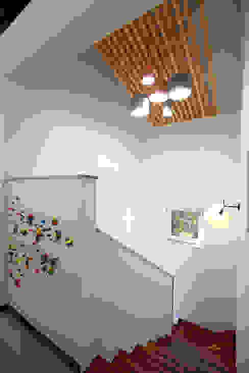 주택설계전문 디자인그룹 홈스타일토토 Couloir, entrée, escaliers modernes