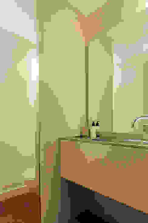 fernando piçarra fotografia が手掛けた浴室, モダン