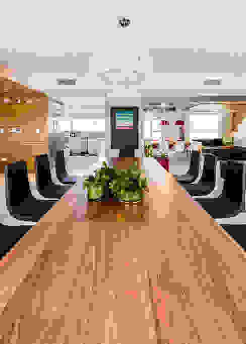 Modern dining room by NMD NOMADAS Modern