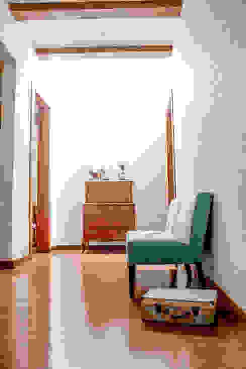 Hành lang, sảnh & cầu thang phong cách tối giản bởi 2M Arquitectura Tối giản
