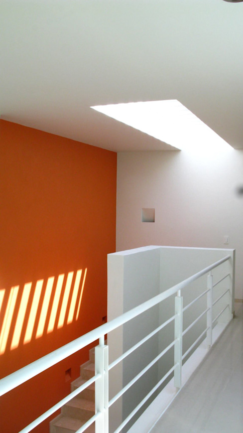Puente homify Pasillos, vestíbulos y escaleras de estilo minimalista