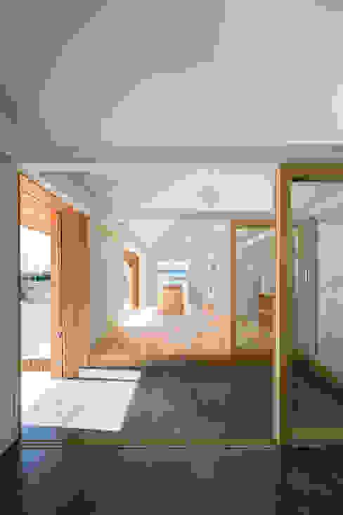 hm+architects 一級建築士事務所 Corredores, halls e escadas ecléticos Concreto Cinza