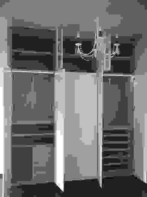 Moderne Schlafzimmer von Puertas Madegar Modern