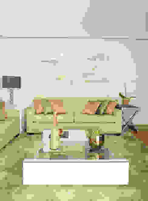 Sala de estar sofisticada, em tons de bege e cinza Salas de estar modernas por Liliana Zenaro Interiores Moderno