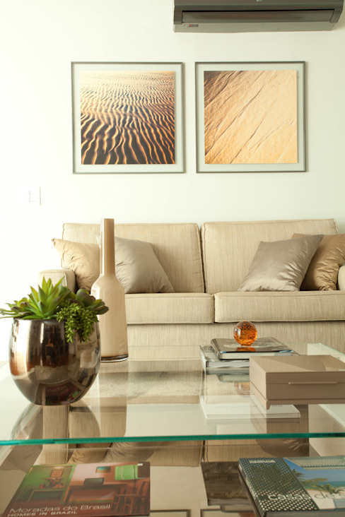Sala de estar sofisticada, em tons de bege e cinza por Liliana Zenaro Interiores Moderno